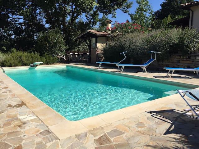 Elegante Alloggio in Villa con piscina a Perugia