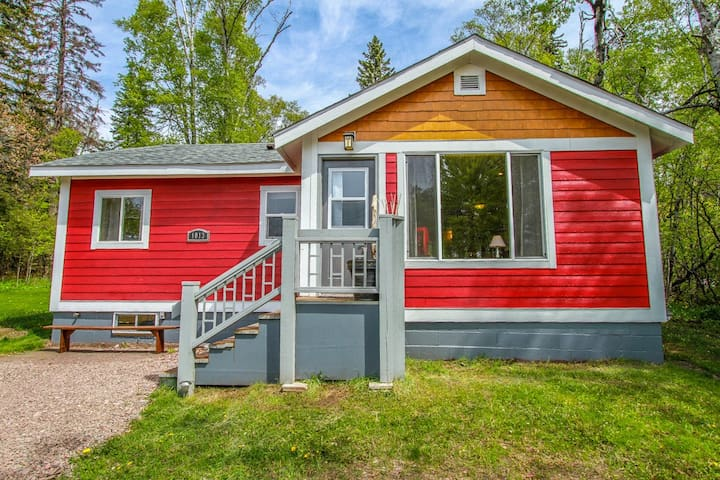 Northern Lights Cottage is a cozy cabin nestled near the quaint lakeside town of Grand Marais, MN
