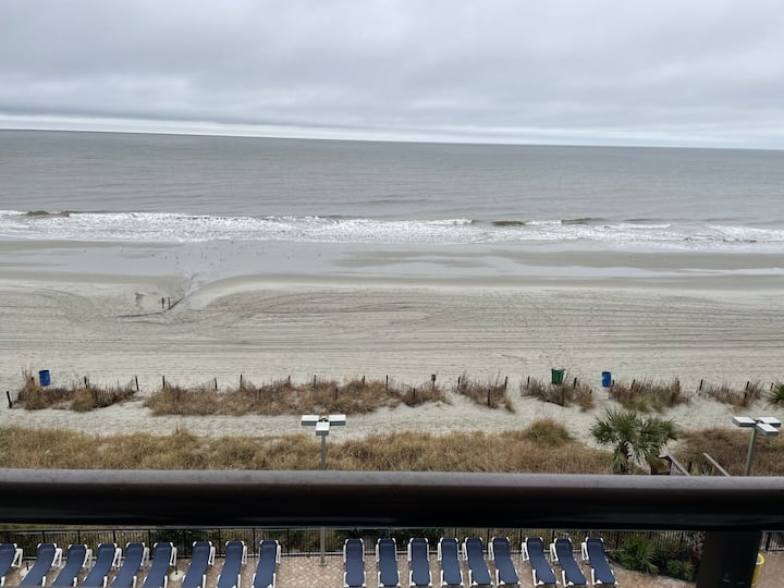 Oceanfront 🅞 Beach~Comfy~Sunny 🅞 New Listing