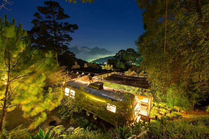 "La Antigua ""Santo Cielo"" Airstream"