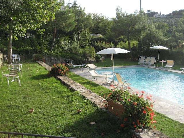 Trilocale 5/6 pax con piscina 8Km Firenze centro