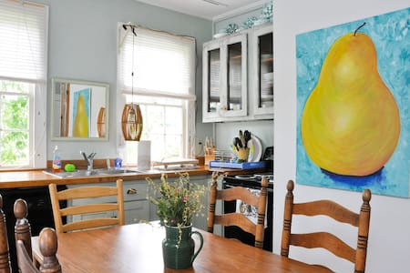 Purple Button Factory Sleeps 8 - Guilford - House