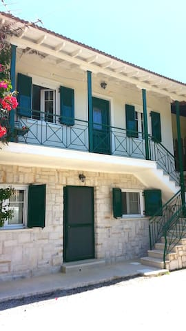 Traditional house  in the centre of Vasiliki - Vasiliki - House