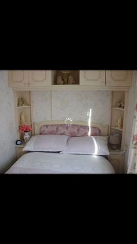 6 Berth caravan in Ingoldmells for hire.