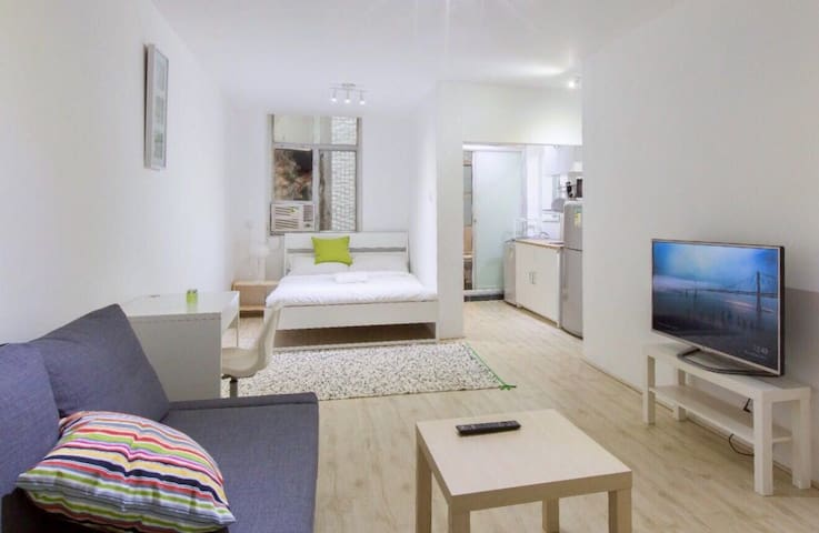 ★Central MTR Open-Plan Apt with Rooftop★