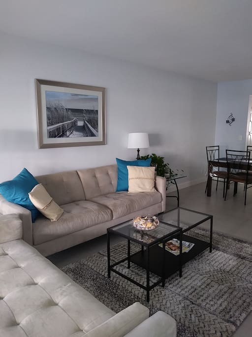 2 Bedroom 2 Blocks To Beach Cafes Apartments For Rent In Delray Beach Florida United States