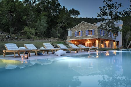 Luxury Villa Wellness and 25m Pool - Groznjan - Huvila