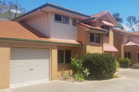 Townhouse close to Showgrounds and Shopping center