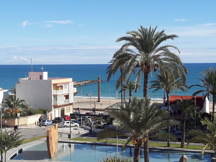 BEACH APARTMENT. Great  views  50m. from the beach