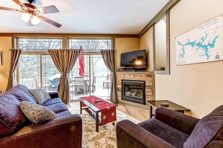 New listing! Dog-friendly home with private hot tub and gas fireplace!