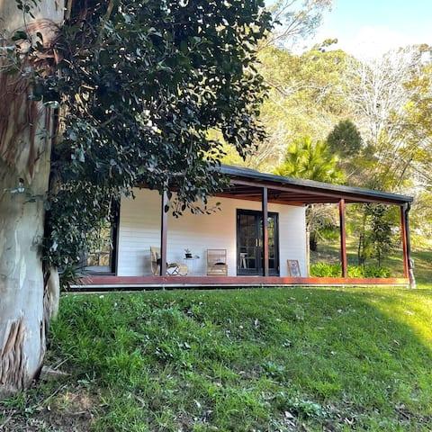 Kookaburra Cottage - Private Rainforest Retreat