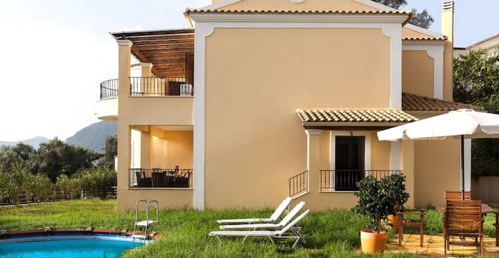 R 966 Villa Cosmo with Garden view, Fireplace & Mountain view.