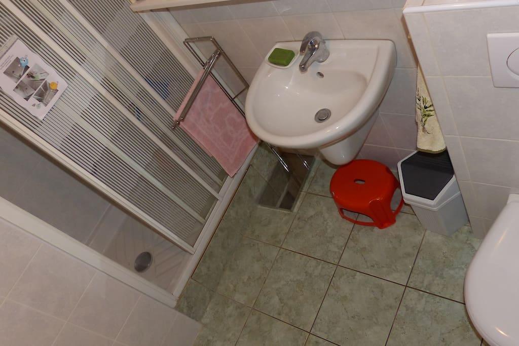 Douche, lavabo, WC (communs)
