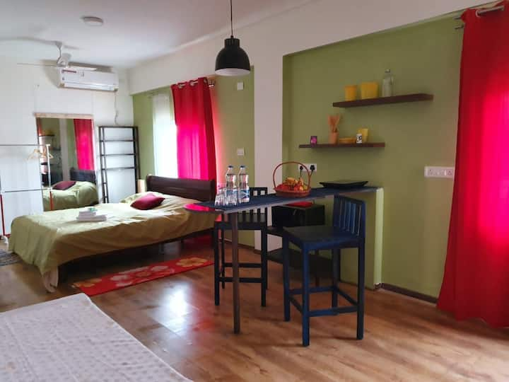 Solitaire Homes. Cozy and Comfortable Room 201