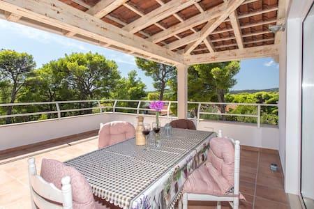 Great View Apartment near Milna Beach