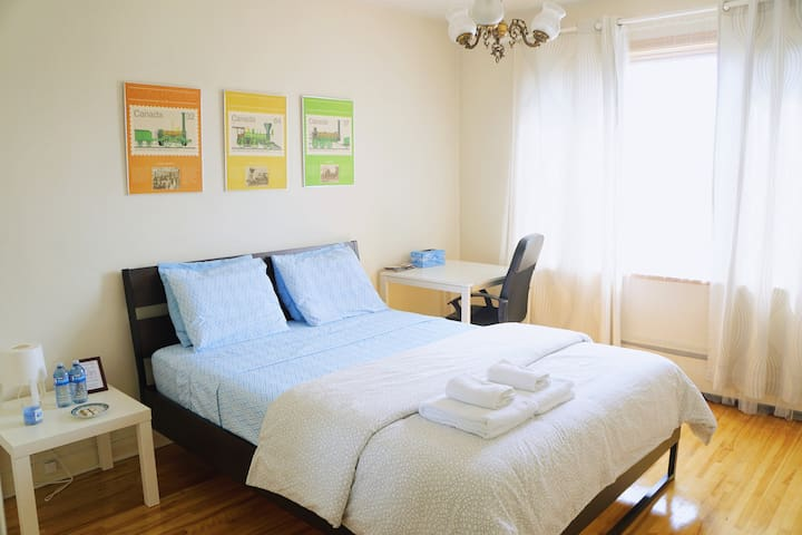 Big new bright room,4 mins to metro, parking free2