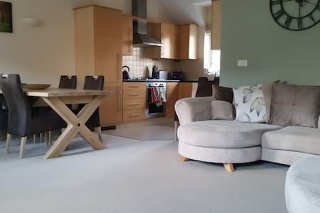 Well presented apartment with good parking - Wokingham