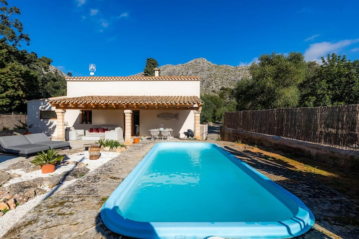 Holiday Home Can Punxa de Siquier with Pool, Wi-Fi, Air Conditioning & Garden; Parking Available