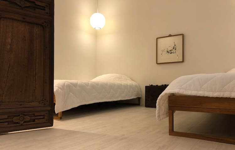 Room #2 __ 2 single beds/ 싱글베드 두개