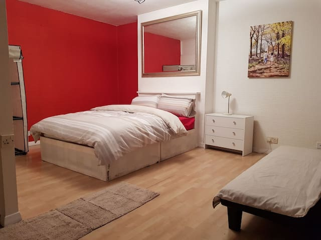 Kingsize room with a garden A in Bethnal Green