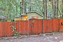 Quiet Guerneville Cottage w/ Redwood Forest Views!