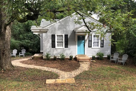Cozy Normaltown 1 BR Cottage A