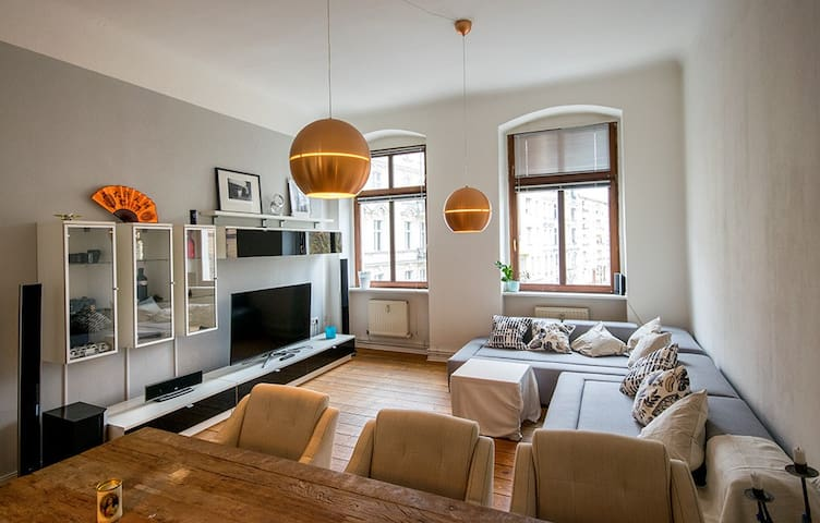 Spacious apartment in beautiful Schöneberg - Berlín - Apartamento