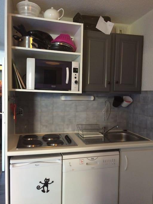 Cuisine équipée : Four, Micro-Ondes, Lave-Vaisselle, Frigo