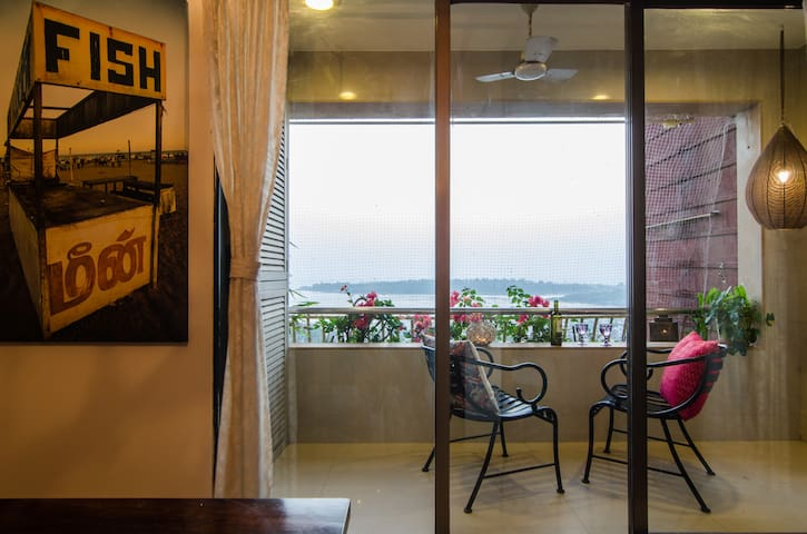 Private sea-view room with own entry and exit. - Mumbai  - Apartament