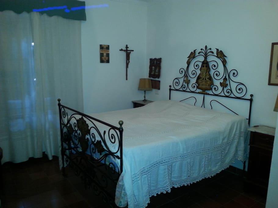 camera matrimoniale main bed room