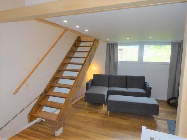 Feine separate Wohnung mit Balkon im 1. Stock