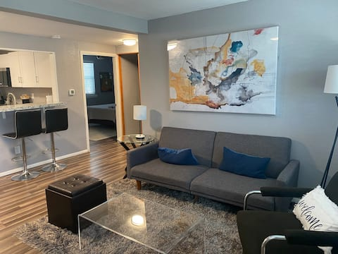 One bedroom flat w option for private two bedroom