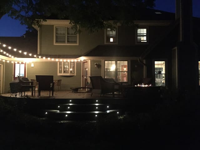 Backyard Deck/ Gas Firepit/Grill