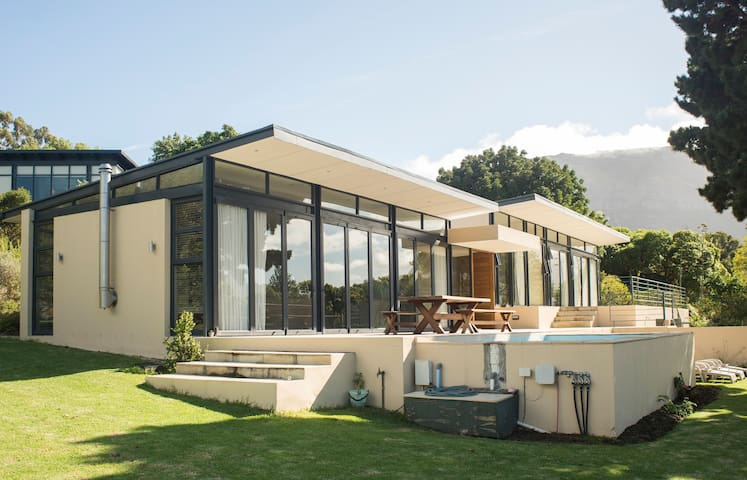 Ultra modern house with spectacular views. - Cape Town - House