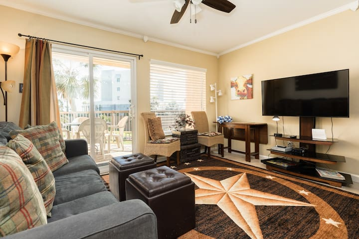Freshly-updated dog-friendly home w/ shared pool, hot tub, & fitness room