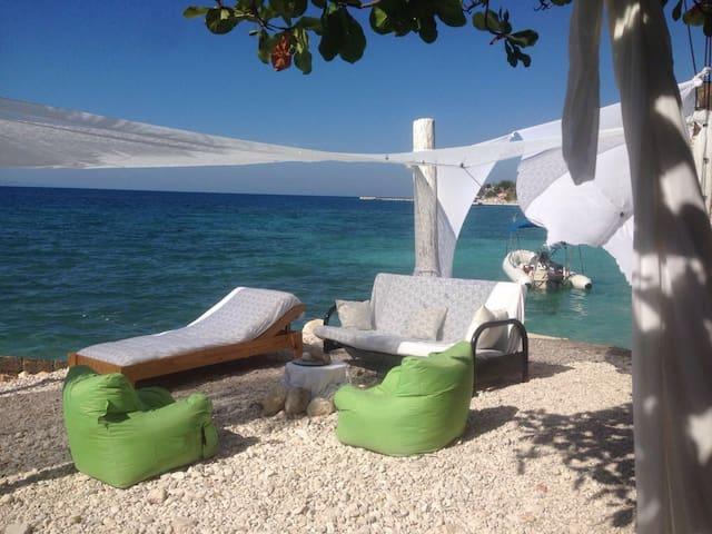 foufoune's beach house - Montrouis - Hus