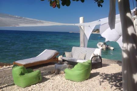 foufoune's beach house - Montrouis - Casa