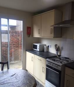Rooms in Shared House in Crawley - Crawley