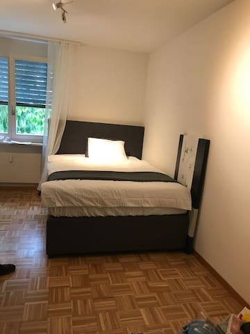 "Privat room visavi ""Mall of Switzerland"""