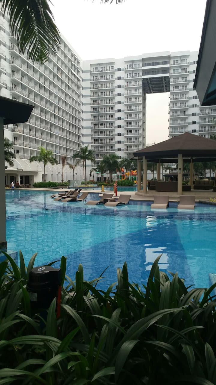 1 BEDROOM CONDO NEAR MALL OF ASIA Australian Owner