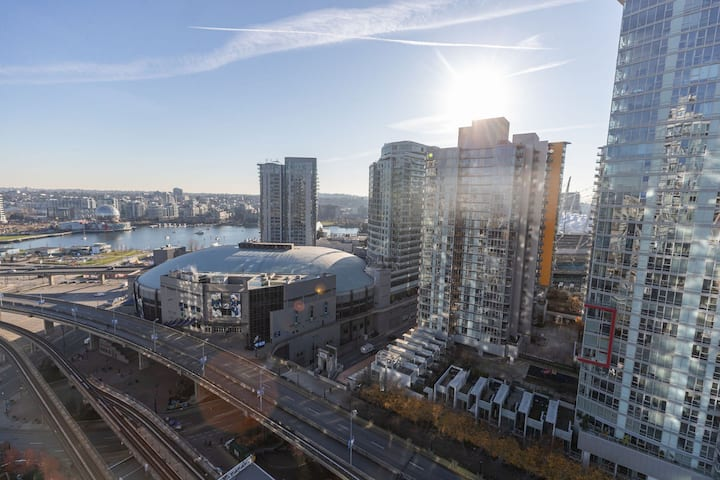 Stunning Water+City View!4 Bed+2BA w/ parking@C