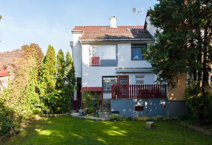 Suburban cottage near  Budapest. - Boedapest - Appartement