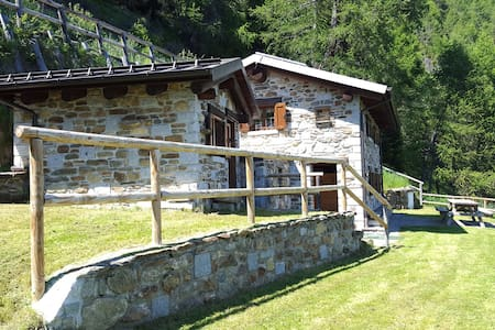 Chalet la Cort zona Passo Mortirolo - Monno - กระท่อมบนภูเขา