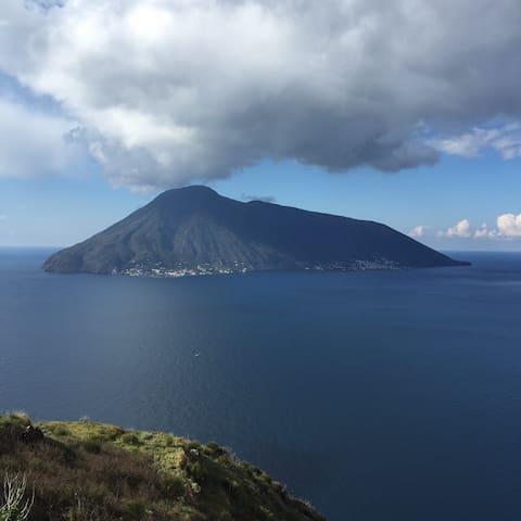 Casa al mare nelle Isole Eolie - ลิปาริ - บ้าน