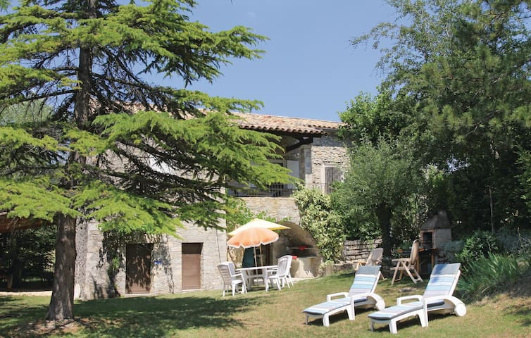 Holiday cottage with 3 bedrooms on 70m² in Montguers