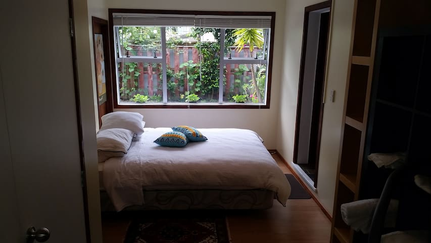 quiet room 3 mins walk from Kohi beach