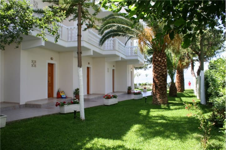 Posidonia Pension Standard Studio - Amarynthos - Bed & Breakfast