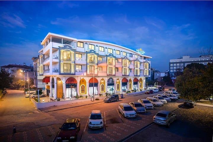 THE SANSA HOTEL SPA