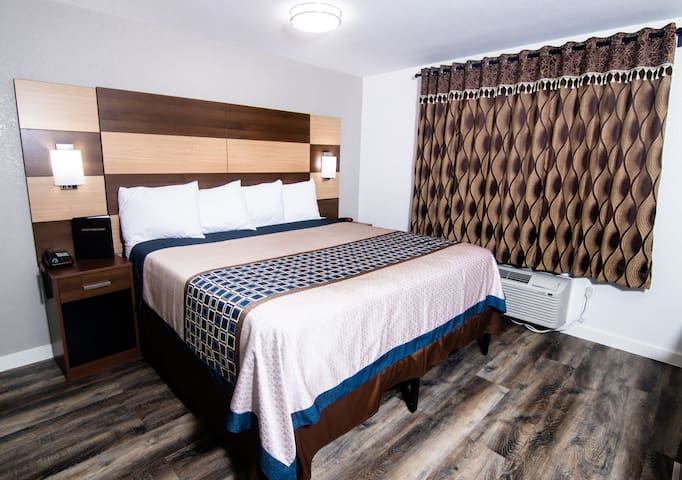 Sky-Palace Inn & Suites Inver Grove Heights- 1 King Suite with Kitchenette NS (Oversized)