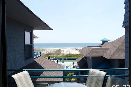 Beachfront condo with heated pool! - Ship Bottom